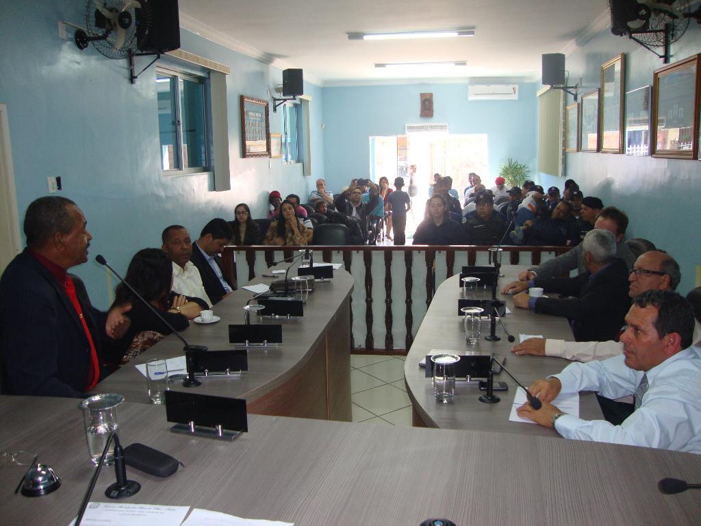 Vereadores dão inicio aos trabalhos do 2º período legislativo de 2015
