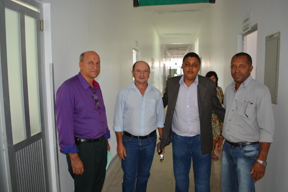 Comitiva fiscaliza obras de reforma do Hospital Municipal de Barra do Choça